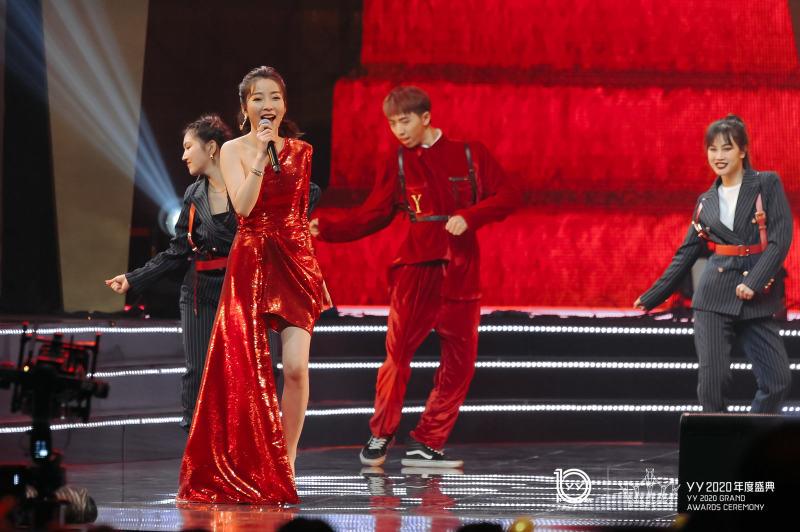 """《【天辰品牌】YY2020年度盛典成最红之夜 黄圣依杨大爷成""""最红女神""""CP》"""