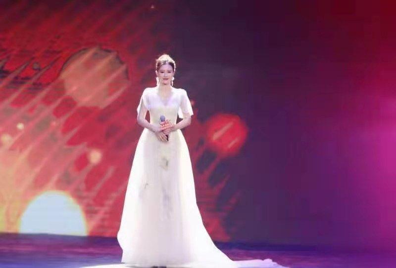 欢乐新春海南台春晚来袭,青年歌唱家邓超予高歌现身引惊喜!