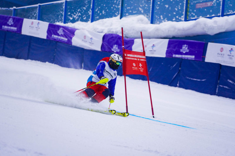 粤港澳大湾区滑雪精英挑战赛启幕 100多选手激战羊城